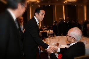 渡辺恒雄氏と握手