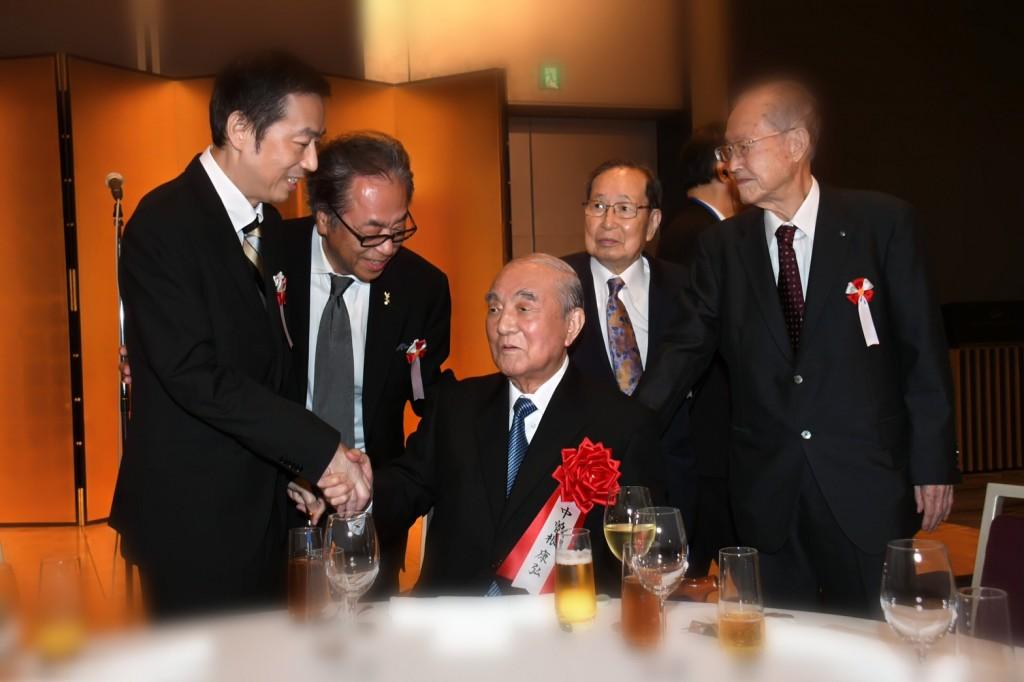 中曽根先生と握手